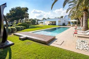 Is it worth renting a luxury villa on Ibiza?