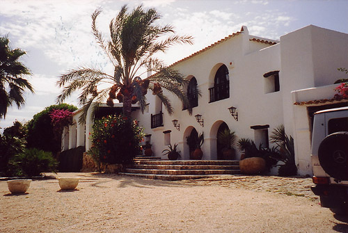 Large 8 bedrooms Villa for sale in San Jose