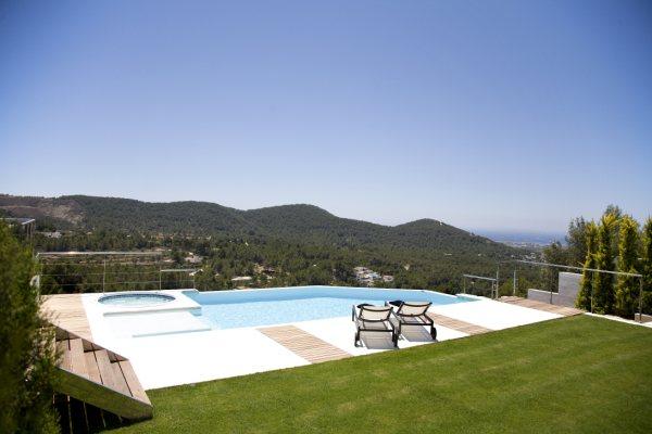 Uniquely designed villa for sale in Can Furnet