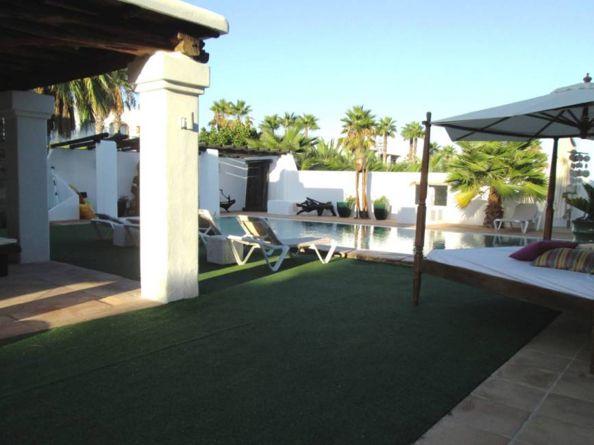 Style house for only 5 minutes from Ibiza for sale