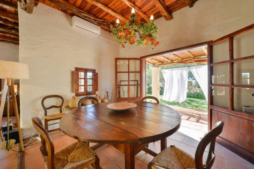 Finca near the airport and Ibiza for sale