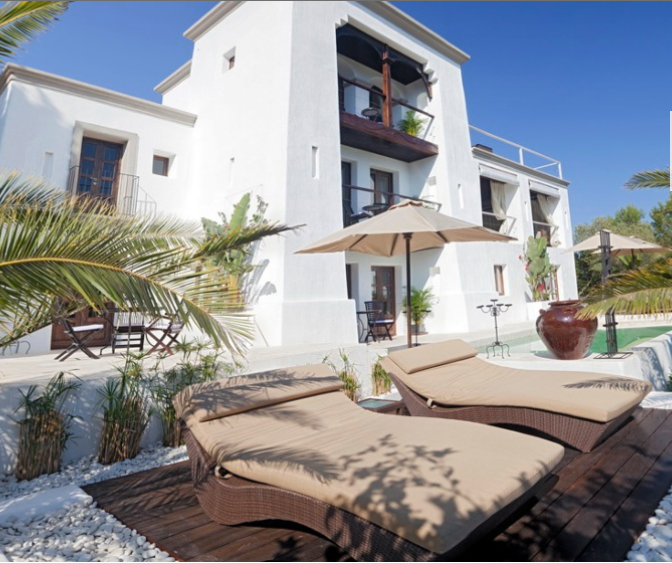 Spacious luxury villa for sale in San Miguel
