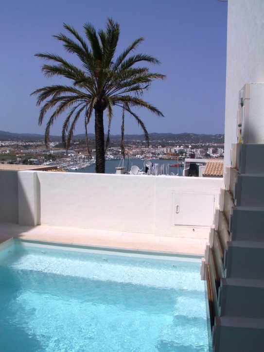 Three-storey townhouse with clever design of Dalt Vila