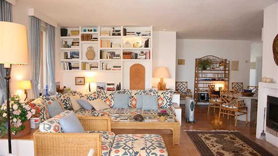 Charming apartment for sale on the ground floor with a small garden