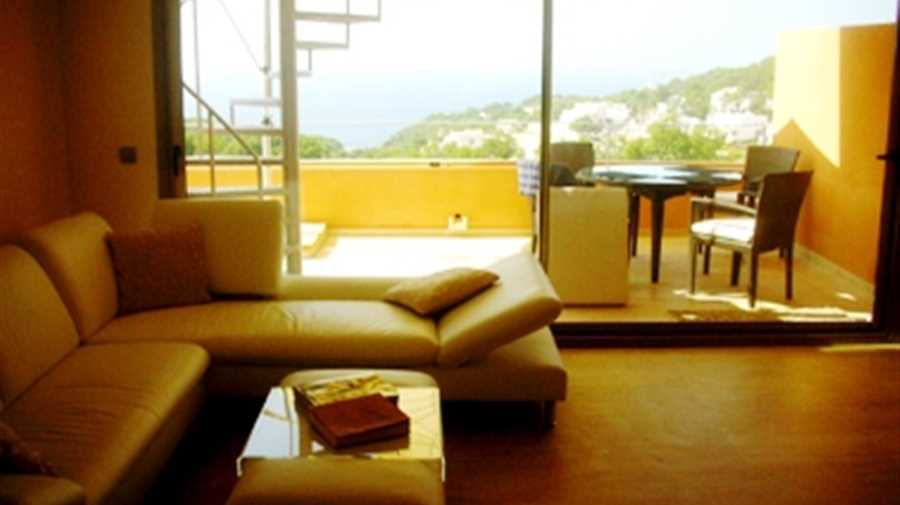 Nice penthouse for sale with amazing views in Sant Josep Cala Carbo