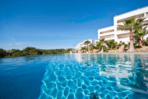 Luxury apartments with 250 square meters on the sea front of Cala Lenya