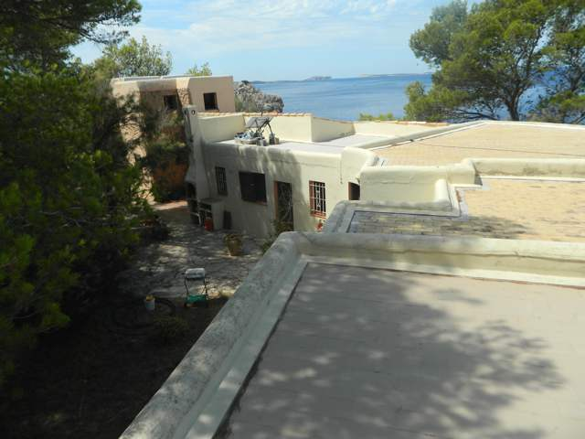 Beautiful Villa for sale with direct access to the sea