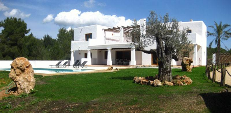 Luxury 5 Bedroom Villa for sale in Roca Lisa