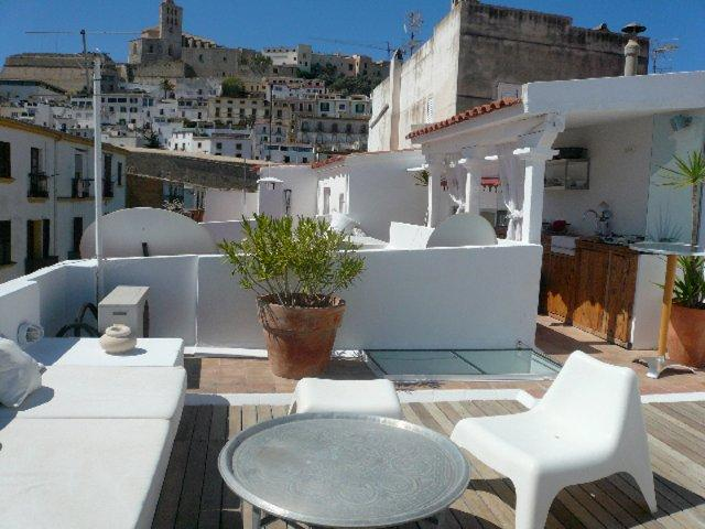 Apartment for sale two bedroom in the old town of ibiza for Ibiza classic house