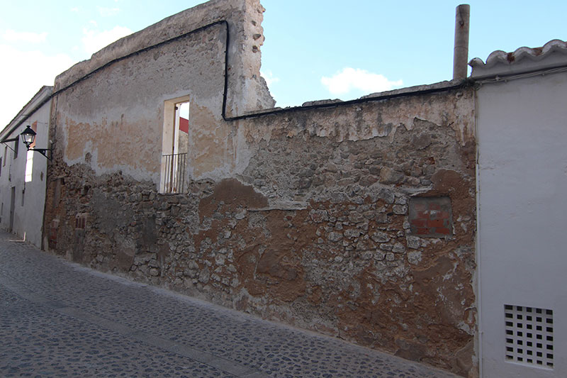 Land for sale with ruin in Dalt Vila