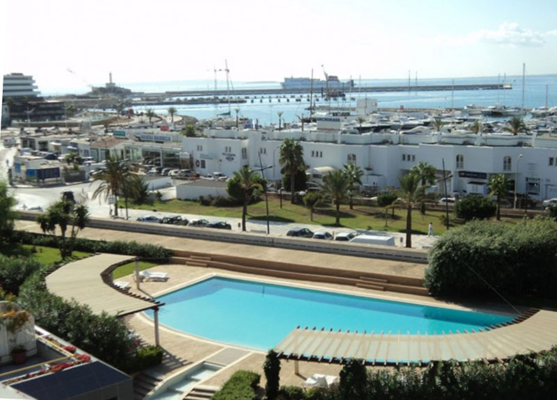 Four bedroom apartment in front of Marina Botafoch for sale