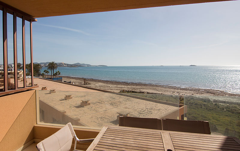 Beautiful two bedroom apartment in Playa d'en Bossa for sale