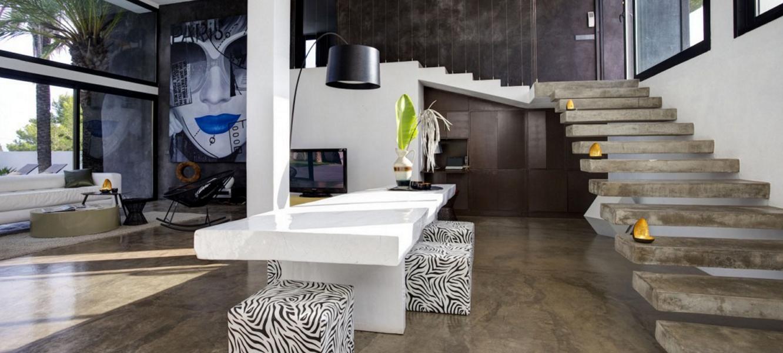 Modern villa in a quiet location close to Calla Bassa