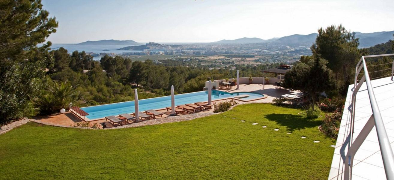 Luxus Villa with amazing views to Ibiza and Playa den Bossa