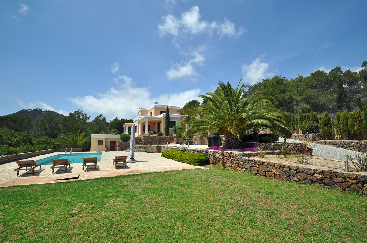Beautiful villa near to Ibiza's only golf course for sale