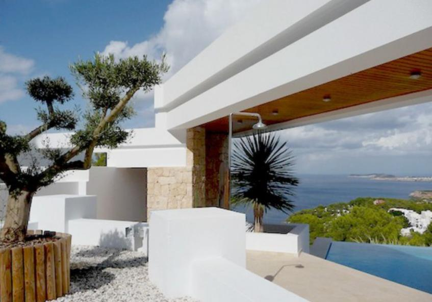 Villa Cala Carbo for sale on the sea