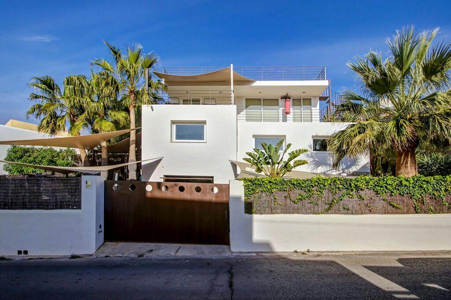 This modern villa in Ibiza Talamanca for top price to sale