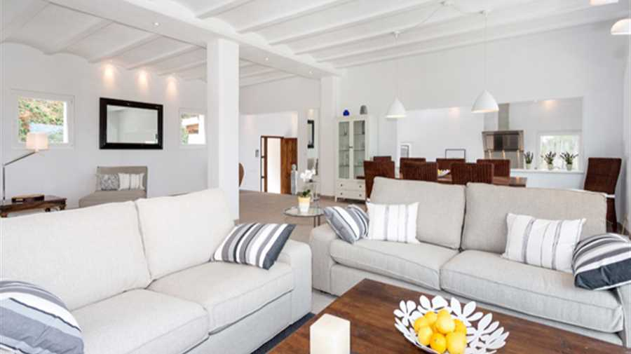 Luxury villa with panoramic sea views in San Carlos