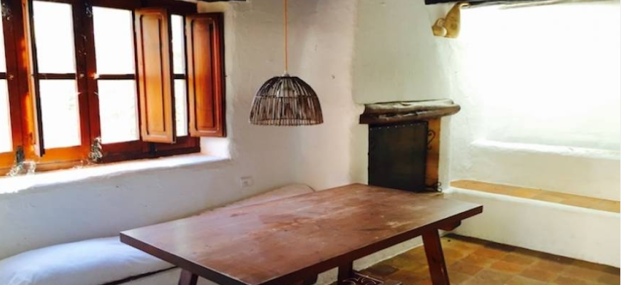Rustic Lanhouse in Can Furnet with big plot for sale