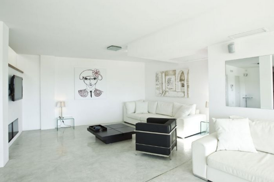 Modern villa with walk distance to the beach of Cala Salada