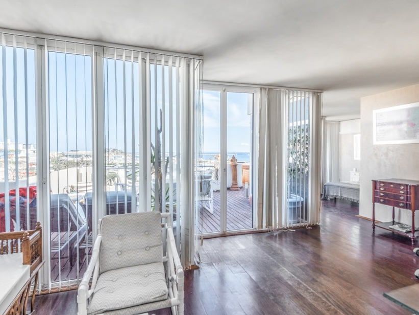 Elegant penthouse for sale in Marina Botafoch overlooking