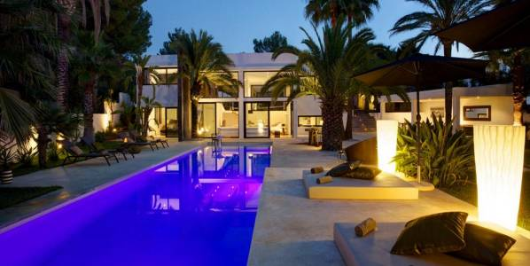Modern villa in a quiet location close to Calla Bassa