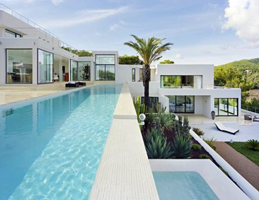 Luxury villa with 6 bedrooms for rent in Atalaia