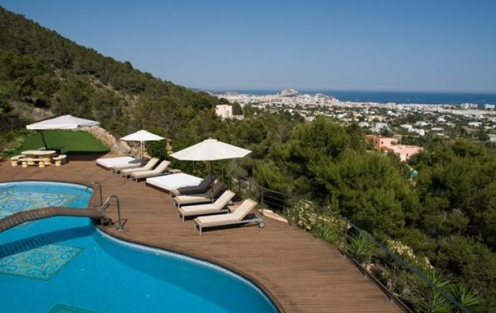 Stunning 6 Bedroom Villa for sale in Atalaia