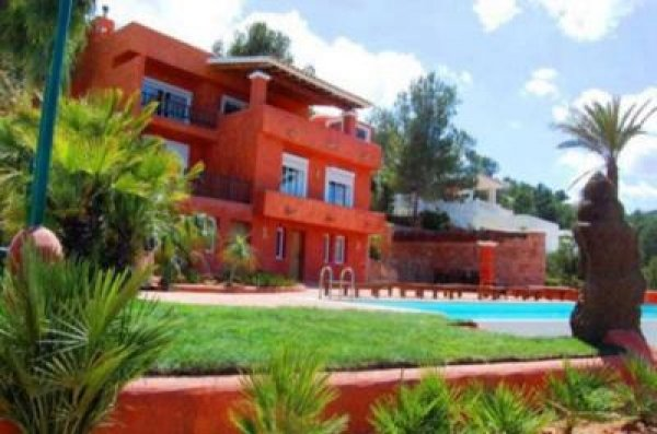 This beautiful 6 bedroom Villa in Ibiza for sale