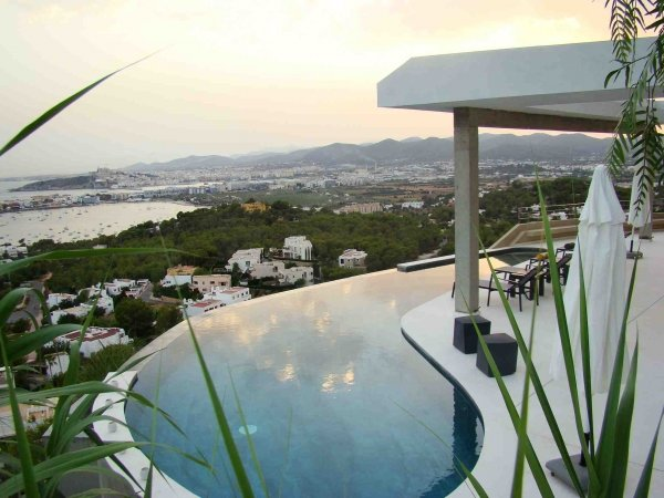 Luxus 4 bedroom villa for sale in Papyrus