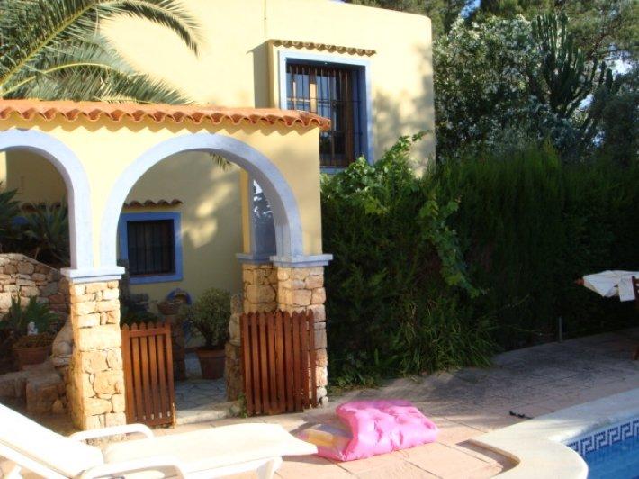 Rustic 5 bedroom villa for rent in Ibiza