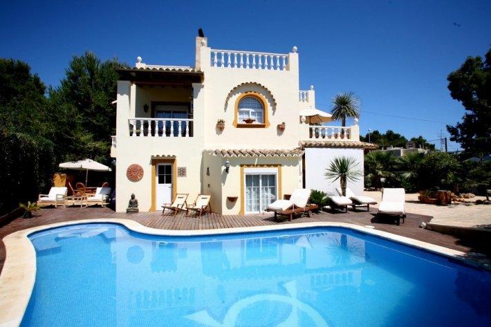 Nice 4 bedroom villa for sale in Santa Eulalia