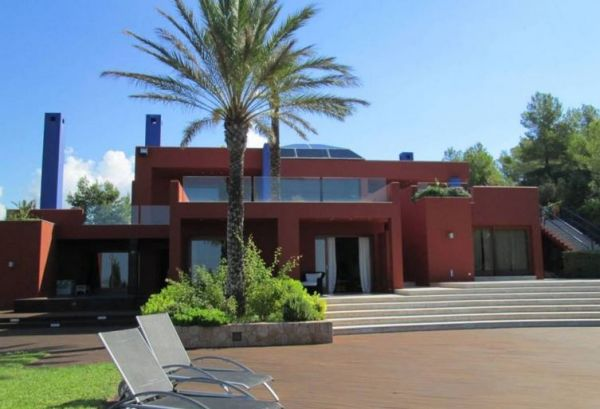 Luxury villa with six bedrooms for sale in Talamanca