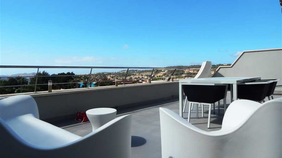 High quality apartment in Cala Tarida for sale