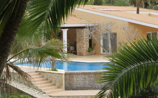 Private, modern property with great guesthouse San Carlos