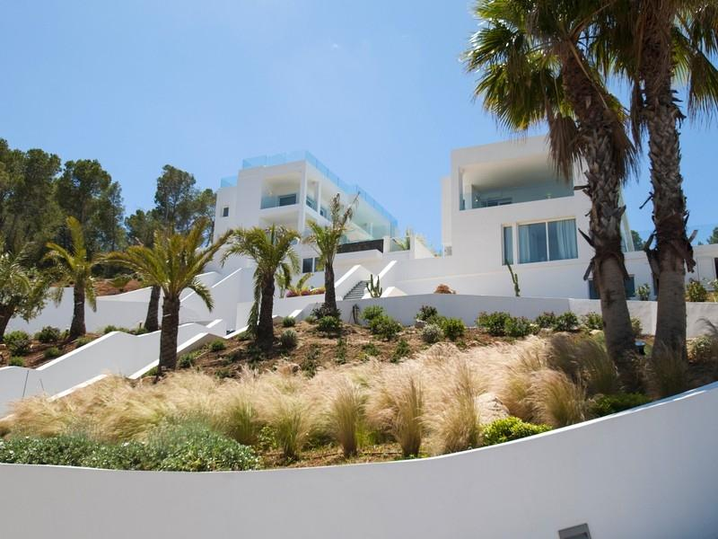 Two luxury villas with beautiful sea views over the cost from Cala Moli