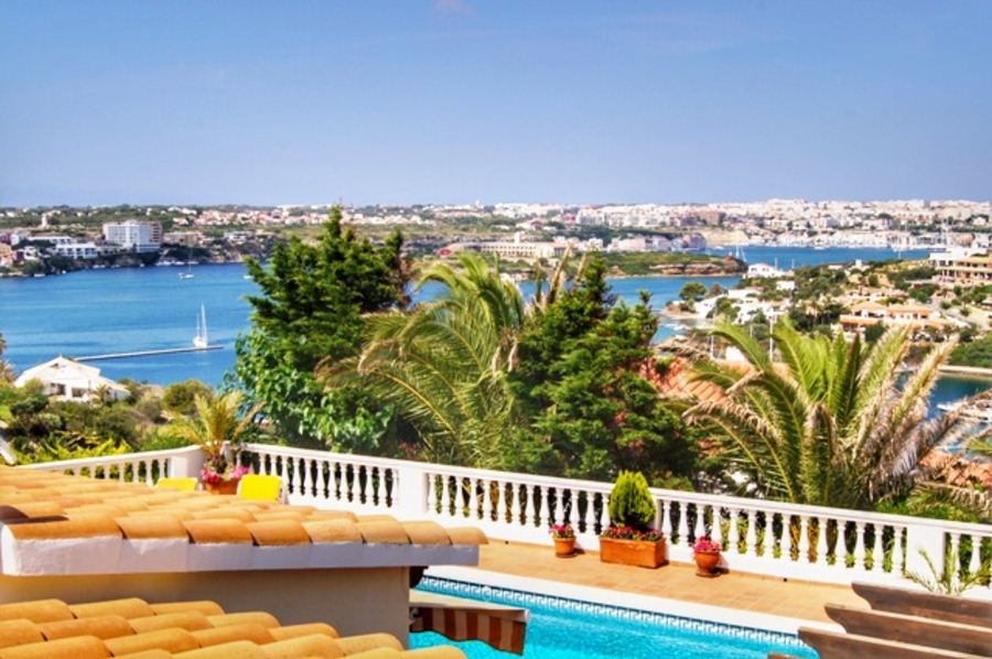 Exceptional villa for sale on Menorca in the bay of Cala Llonga