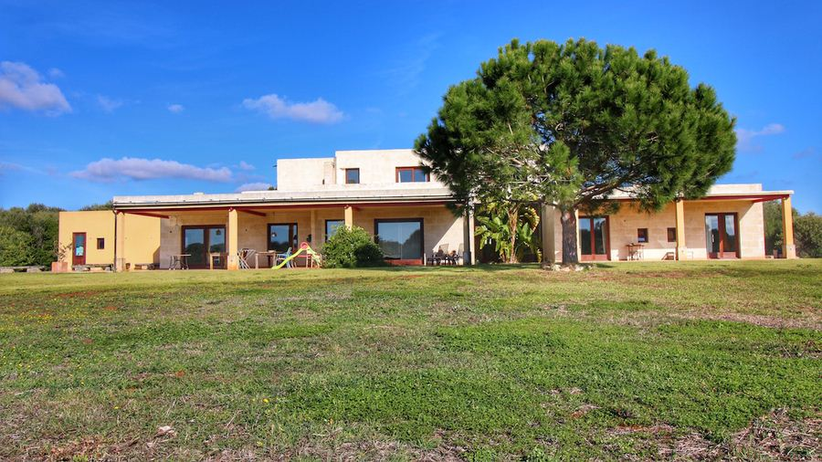 Villa for sale on Menorca in the popular village Binibeca Vell with rental license