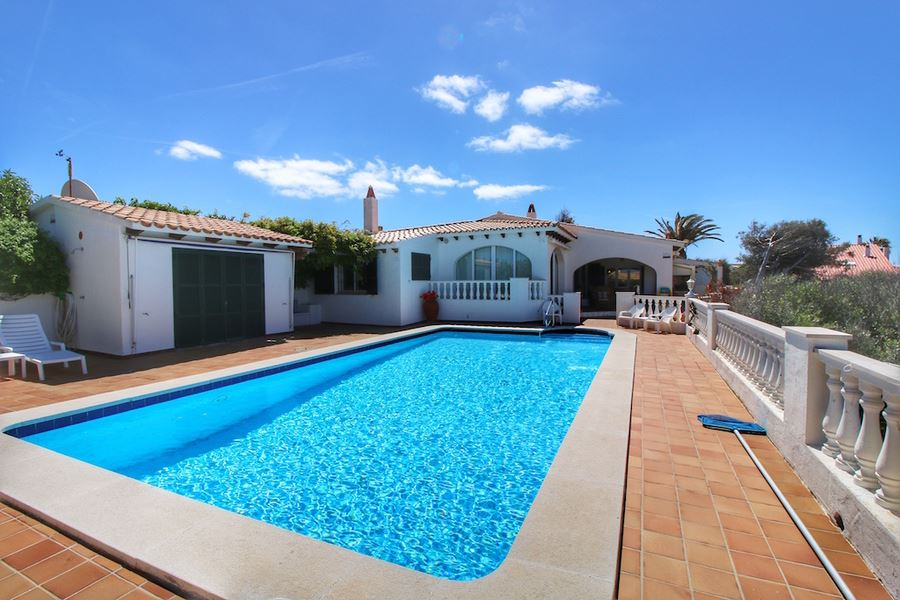 Very spacious detached villa for sale on Menorca in Cala llonga