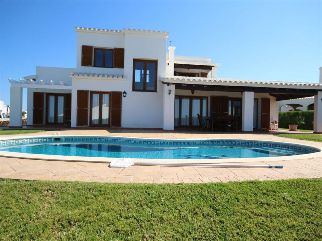 Villa with magnificent sea views in Cala Morella in Menorca