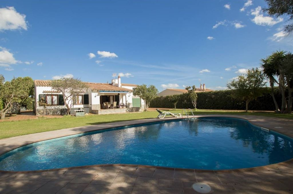 Beautiful villa with double plot and an area of 1,600 sqm on the sunny south coast of Menorca