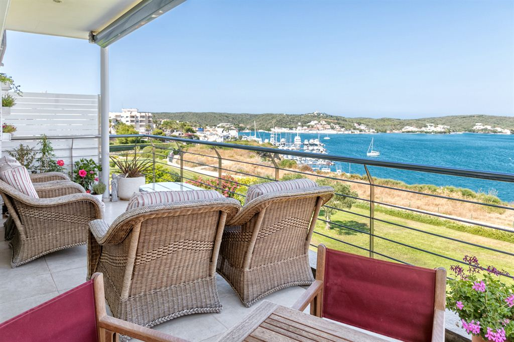 Modern apartment with striking views over the harbour of Mahon