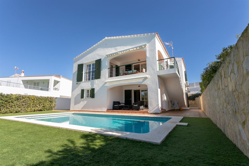 Catching villa with pool in Cala Longa for sale