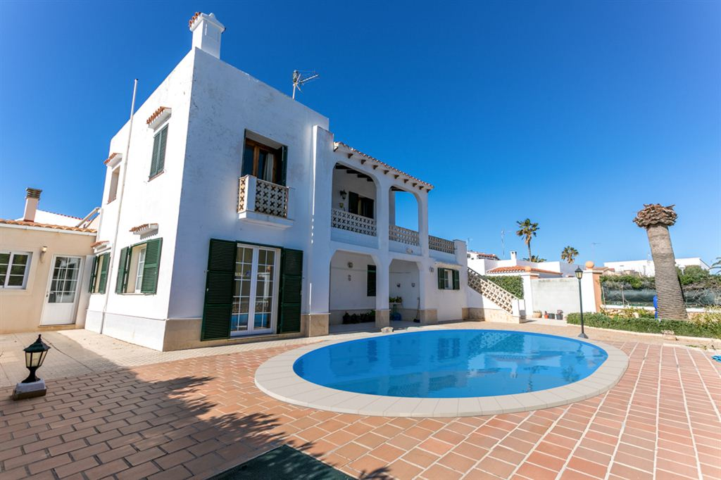 Villa in the Cap d'Artruix area, only 15 minutes from Ciutadella