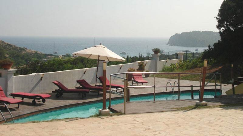 5 bedroom house with 2 towers in Cala Jondal for sale