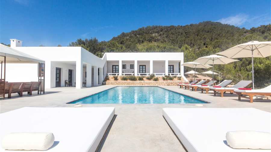 New villa overlooking the bay of San Antonio and the valley of San Agustin