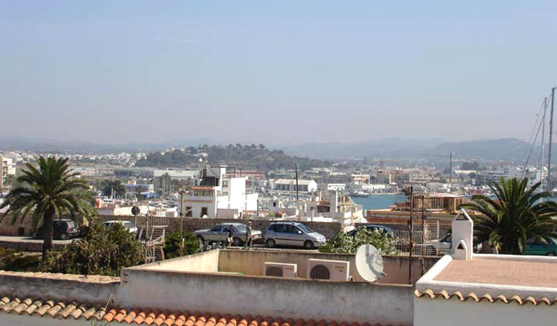 Beautiful  two bedroom apartment in Dalt Vila for sale