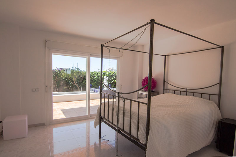 Luxury 4 bedroom apartment on the seafront fom ibiza for sale