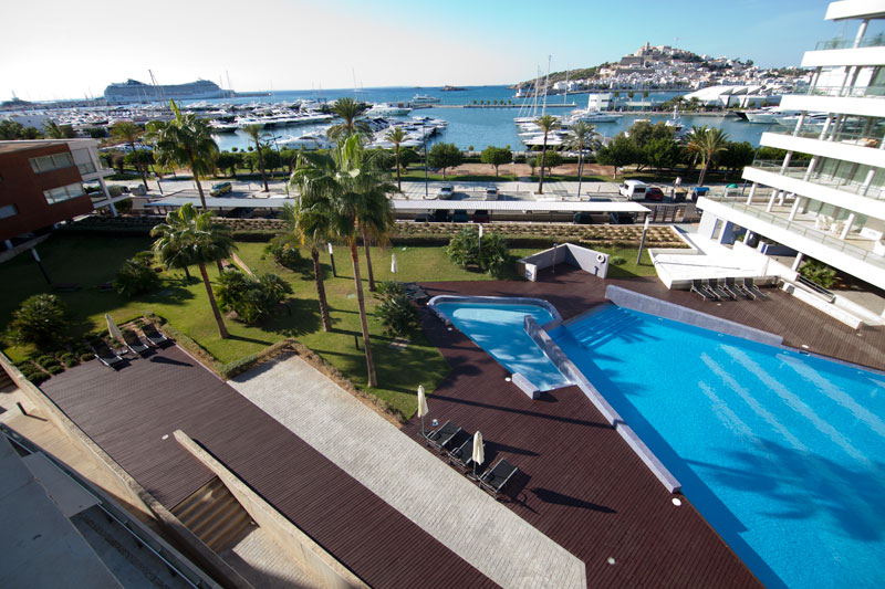 Luxury 2 bedroom apartment in Marina Botafoch is for sale