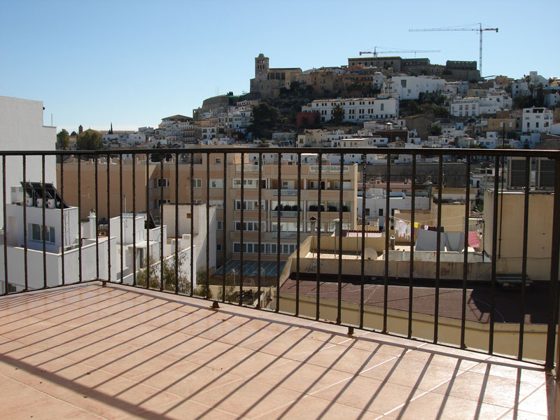 A 2 bedroom apartment in the city of Ibiza for sale